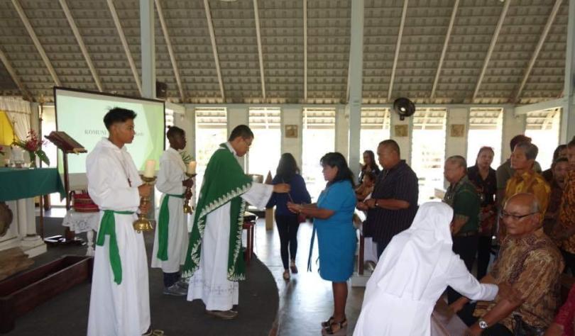 61-012a-03122017-45-C4-Eucharistieviering in het Javaans