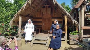 A2-Zusters Franciscanessen op bezoek-03-0302-02