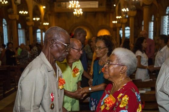 Op de voorgrond het echtpaar August en Virginia Roosblad, 55 jaar gehuwd.
